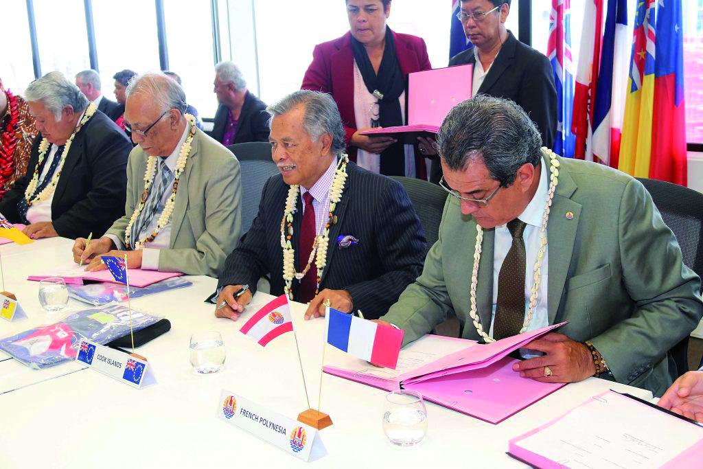 Signature du consortium pour l'installation du câble Manatua, entre les dirigeants des îles du Pacifique