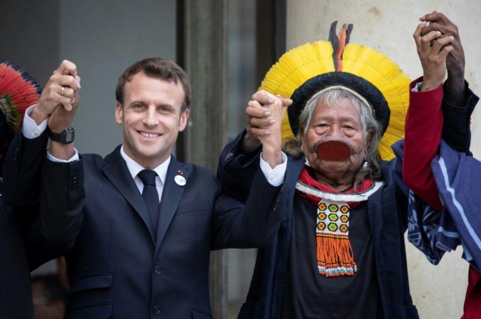 Amazonie : Macron reçoit le chef indien Raoni et l'assure du soutien de la France