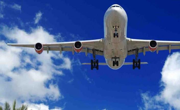 Tourisme en Outre-mer: Baisse des prix de billets d'avion pour la Guadeloupe, la Martinique, et La Réunion