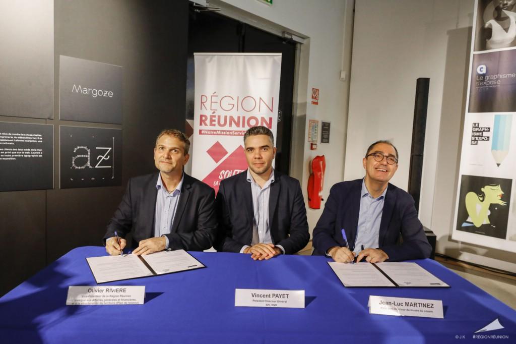 La signature de la convention Région- Musée du Louvre s'est déroulée en présence de M. Vincent PAYET, Président-directeur général de la Réunion des Musées Régionaux, de M. Franck SENANT, représentant de la DAC, et de la délégation du musée du Louvre