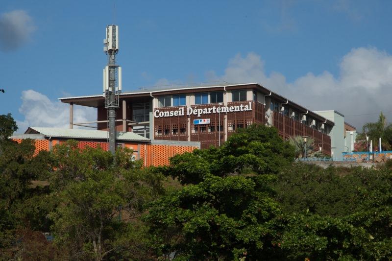 Mayotte: Le Ministre des Outre-mer Sébastien Lecornu appelle les élus mahorais à faire  des propositions sur l'évolution du statut