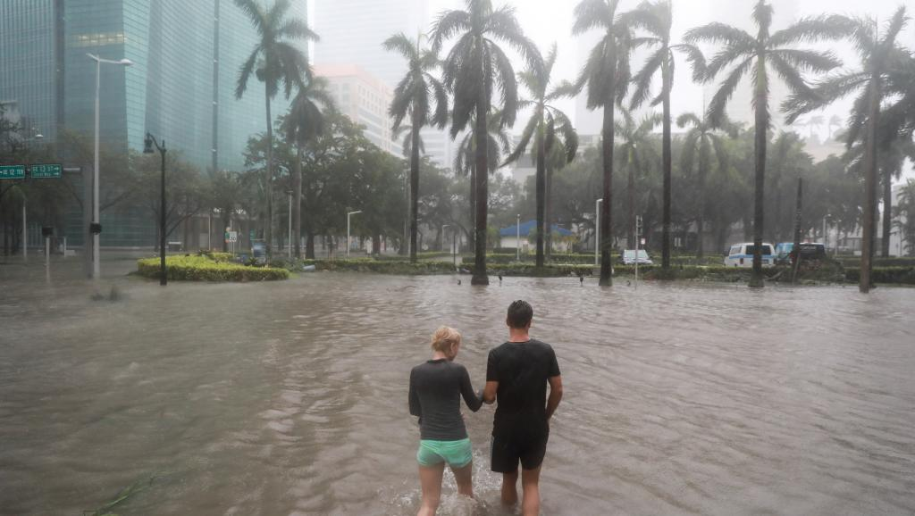 Les grandes mégalopoles côtières sont aussi concernées par la montée des eaux. Ici Miami en 2017, lors du passage d'Irma ©Stephen Yang / Reuters
