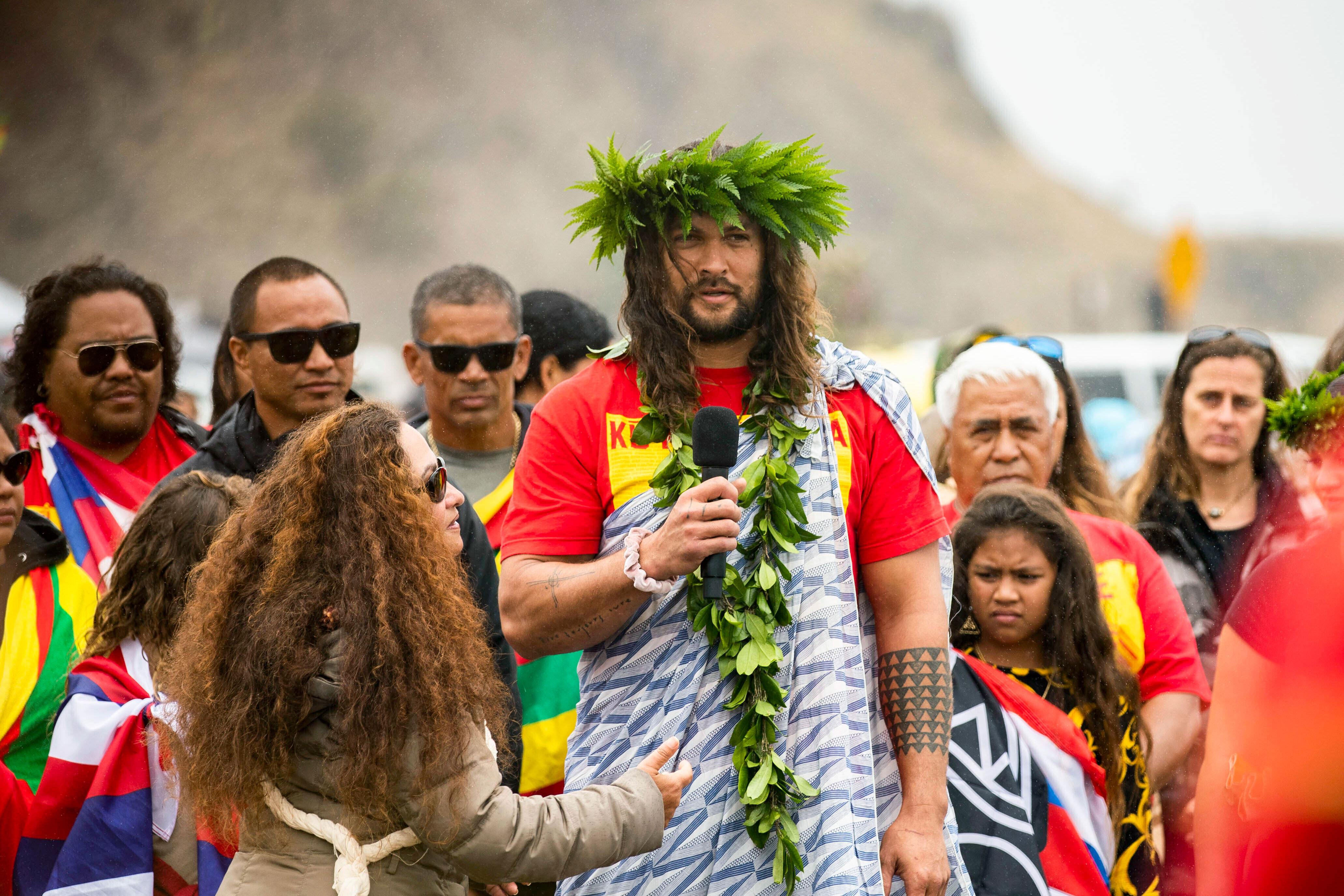 Jason Momoa (photo) et Dwayne Johnson ont affiché leur soutien aux opposant du projet ©Cindy Ellen Russel / Honolulu Star Adviser / AP