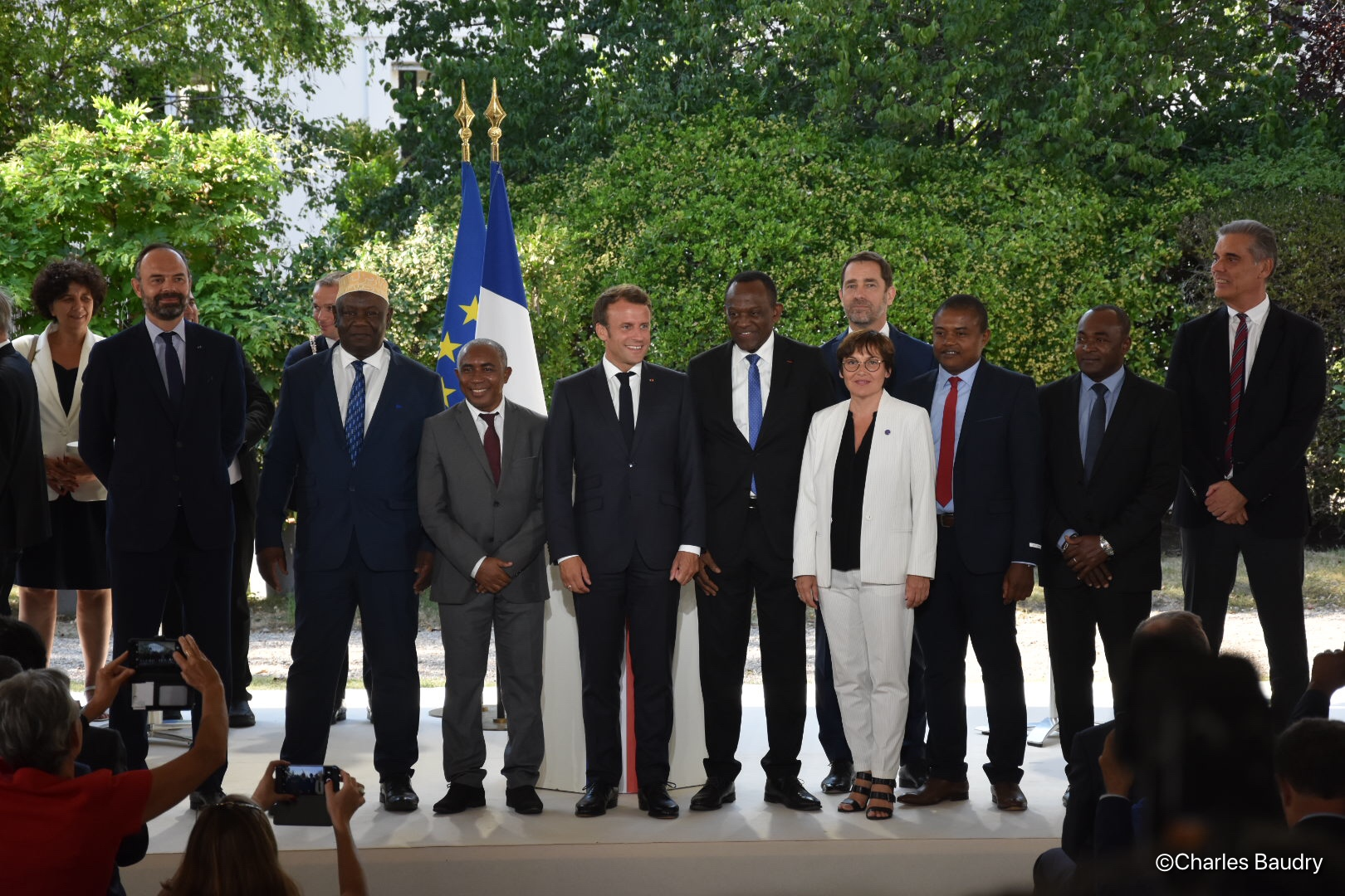 Les élus de Mayotte autour du président de la République lors de la signature du Contrat de convergence et de transformation de l'île, le 8 juillet dernier ©Outremers360