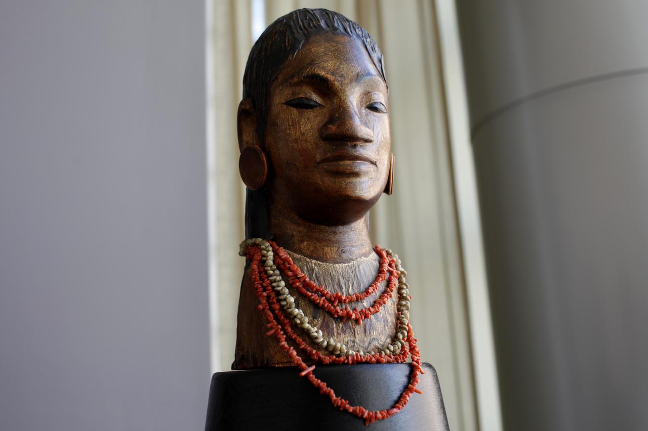 """""""Jeune Tahitienne"""", une sculpture de Paul Gauguin datant de son voyage en Polynésie ©REUTERS / Mike Segar"""