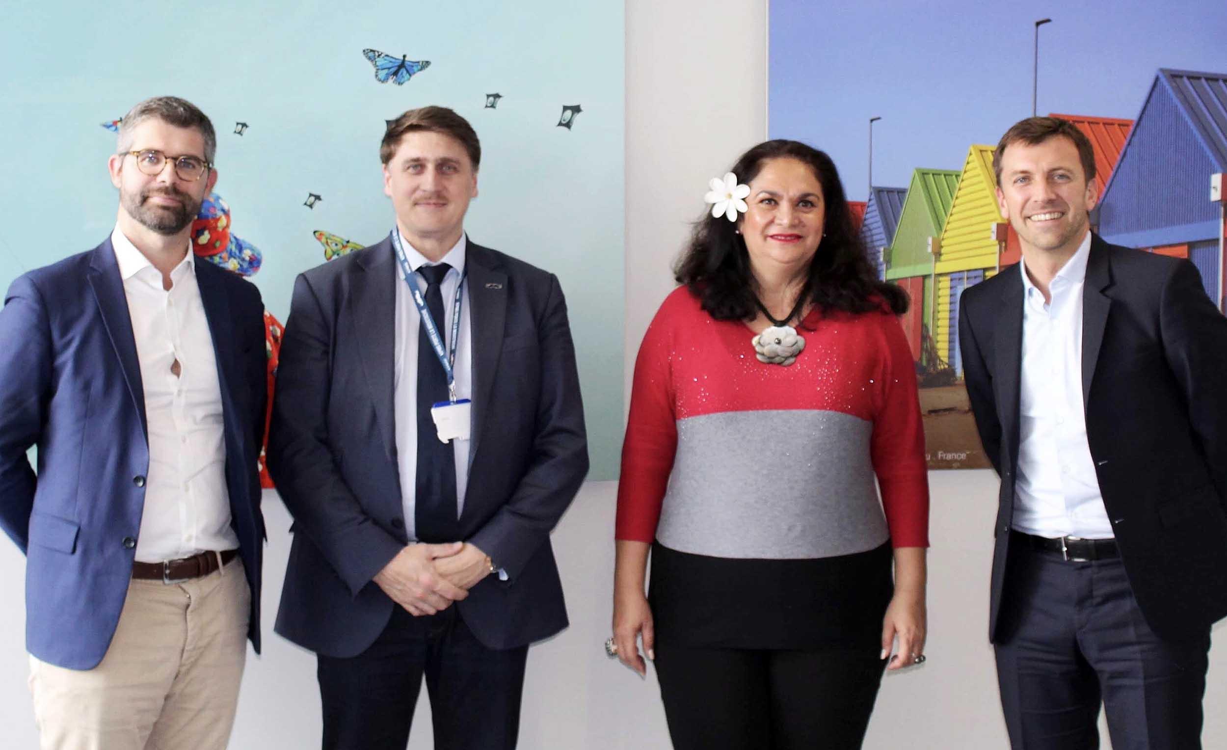 En mission à Paris, la ministre du Tourisme, Nicole Bouteau, s'est entretenue avec Grégory Lanter (à droite sur la photo), Directeur Général développement et construction du Club Med ©Présidence de la Polynésie