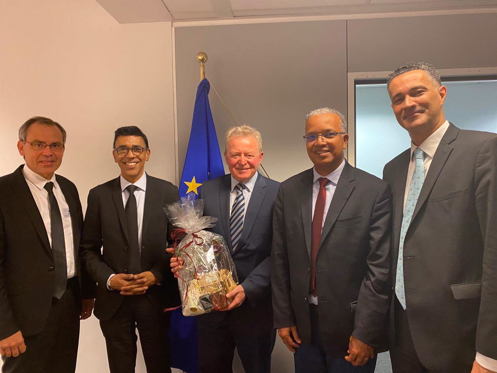 Agriculture à La Réunion: Les députés européens Stéphane Bijoux, Younous Omarjee et le Président du Département Cyrille Melchior sensibilisent le commissaire européen à l'Agriculture