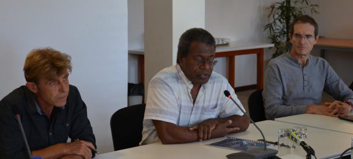 Geoffroy Wotling, chef du service de l'eau de la DAVAR, Jean-Pierre Djaïwé, membre du gouvernement chargé de la politique de l'eau et Nils Ferrand, chercheur et expert en gestion de l'eau ©gouv.nc
