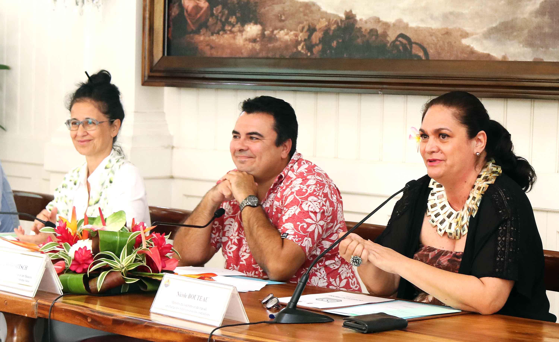 Ces mesures ont été présentées par le Vice-président du gouvernement de Polynésie, Teva Rohfritsch, également en charge de l'Économie et des Finances, et la ministre du Tourisme et du Travail, Nicole Bouteau ©Présidence de la Polynésie