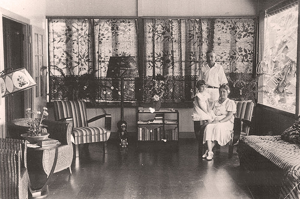 James Norman Hall dans sa maison de Arue @Tahiti Heritage