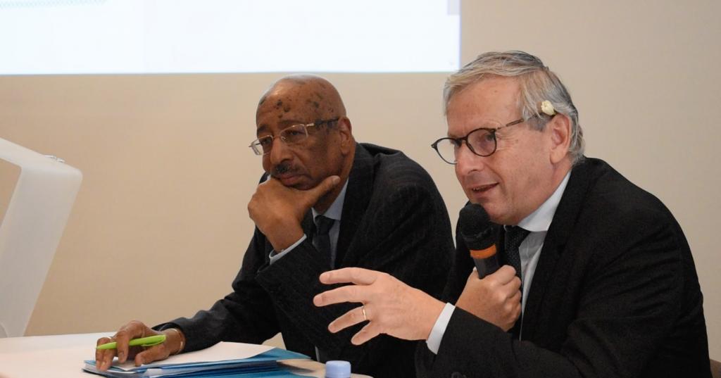 Les parlementaires  Jean-René Cazeneuve et  Georges Patient présentent les premieres lignes  de leur rapport sur les finances des collectivités locales