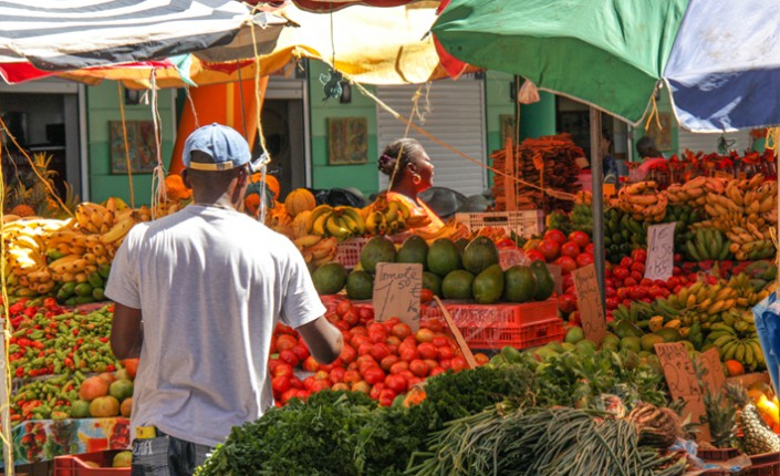 marche-basse-terre-fruit-legumes-bio-gastronomie-creole-insolite-guadeloupe-voyage-etale-npv7cndzg6ysxt2cn4cqxi1j83v708xrjiboysdv64