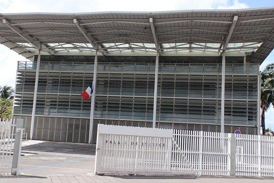 Martinique : Violents affrontements à Fort-de-France en marge d'un procès sous haute pression