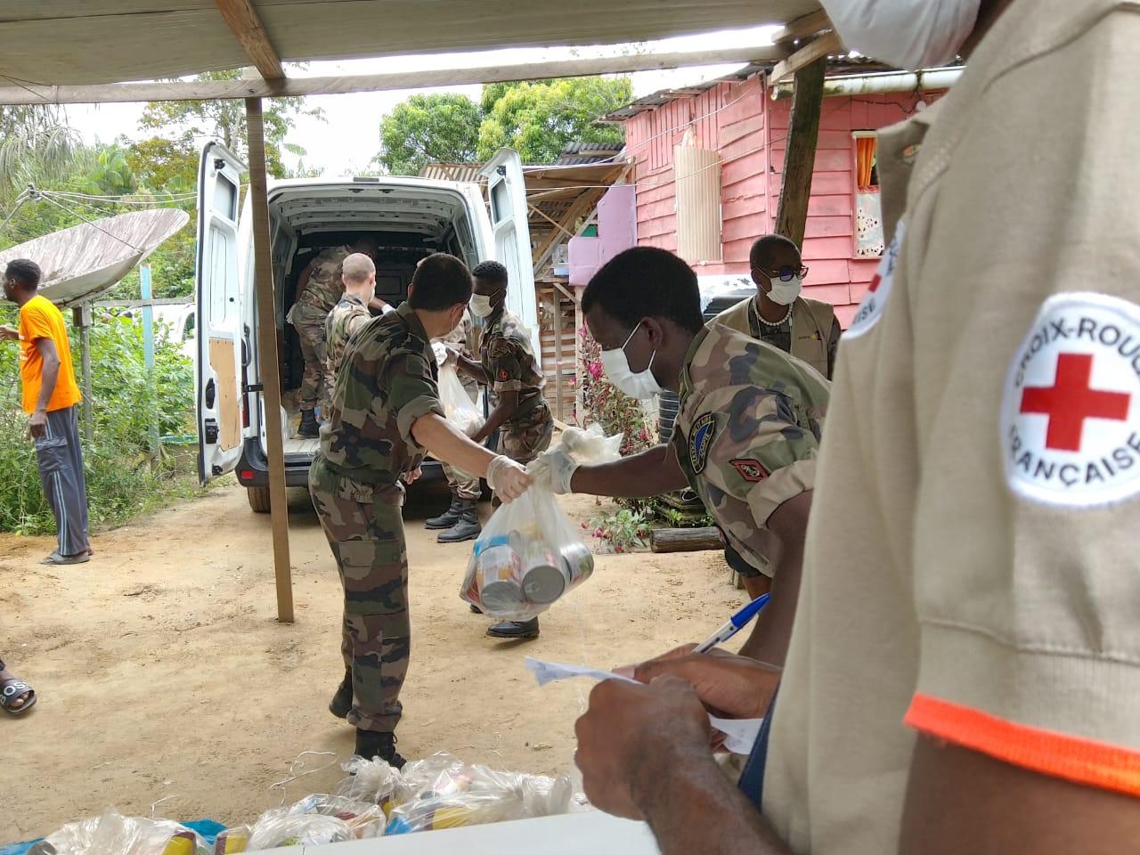 Guyane : La Croix-Rouge et le RSMA mobilisés pour distribuer 1 250 colis alimentaires