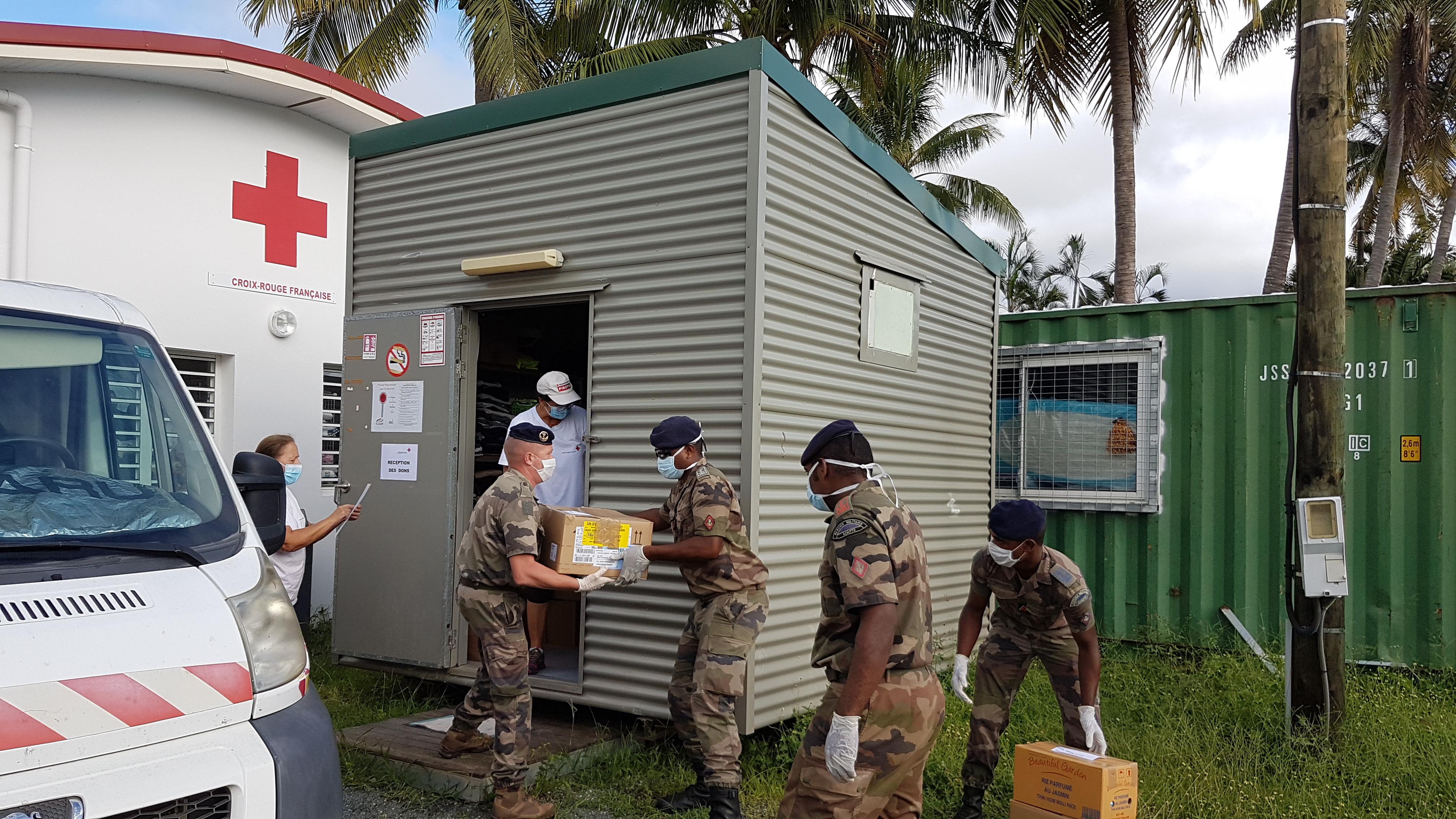 Covid-19 – Nouvelle-Calédonie : La Croix-Rouge et le RSMA-NC livrent des kits alimentaires gratuits aux étudiants de l'Université de Koné