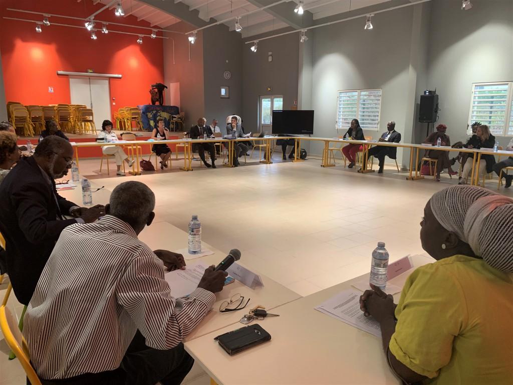 La Ministre des Outre-mer  a présenté les conclusions du rapport  sur la révision du PPRN aux représentants du quartier © Collectivité de Saint-Martin
