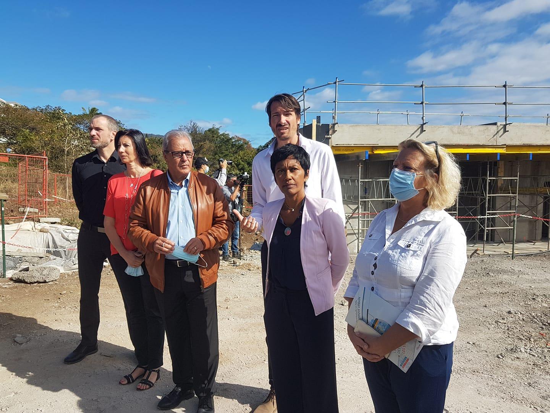 Au centre, Maurice Gironcel, maire de Sainte-Suzanne et président de la Cinor, et Ericka Bareigts, maire de Saint-Denis ©Cinor