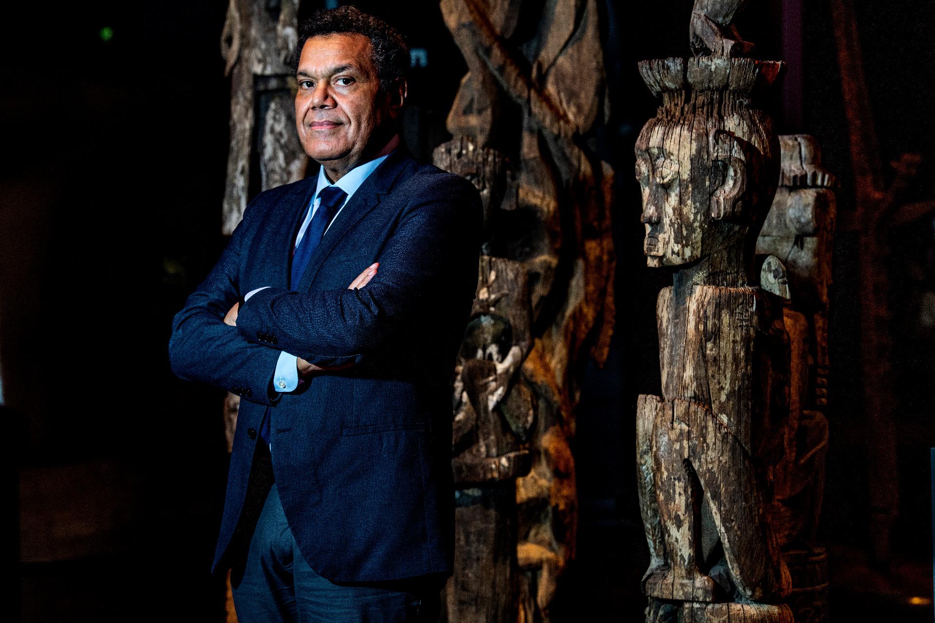 Au Quai Branly, Emmanuel Kasarhérou veut faire connaître l'histoire des œuvres au visiteur