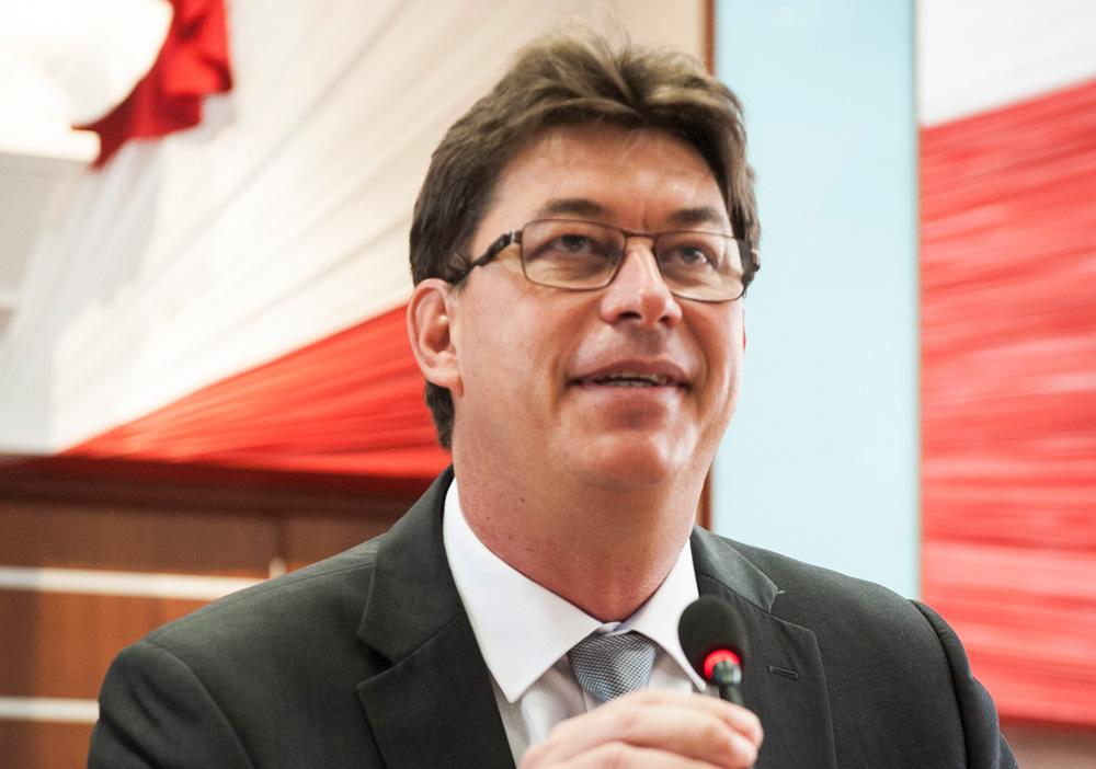 Thierry Santa, président du gouvernement calédonien