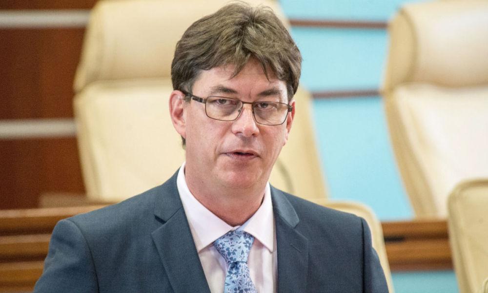 Le président du gouvernement calédonien veut faire front commun avec la Polynésie pour transformer les prêts de l'État en subventions