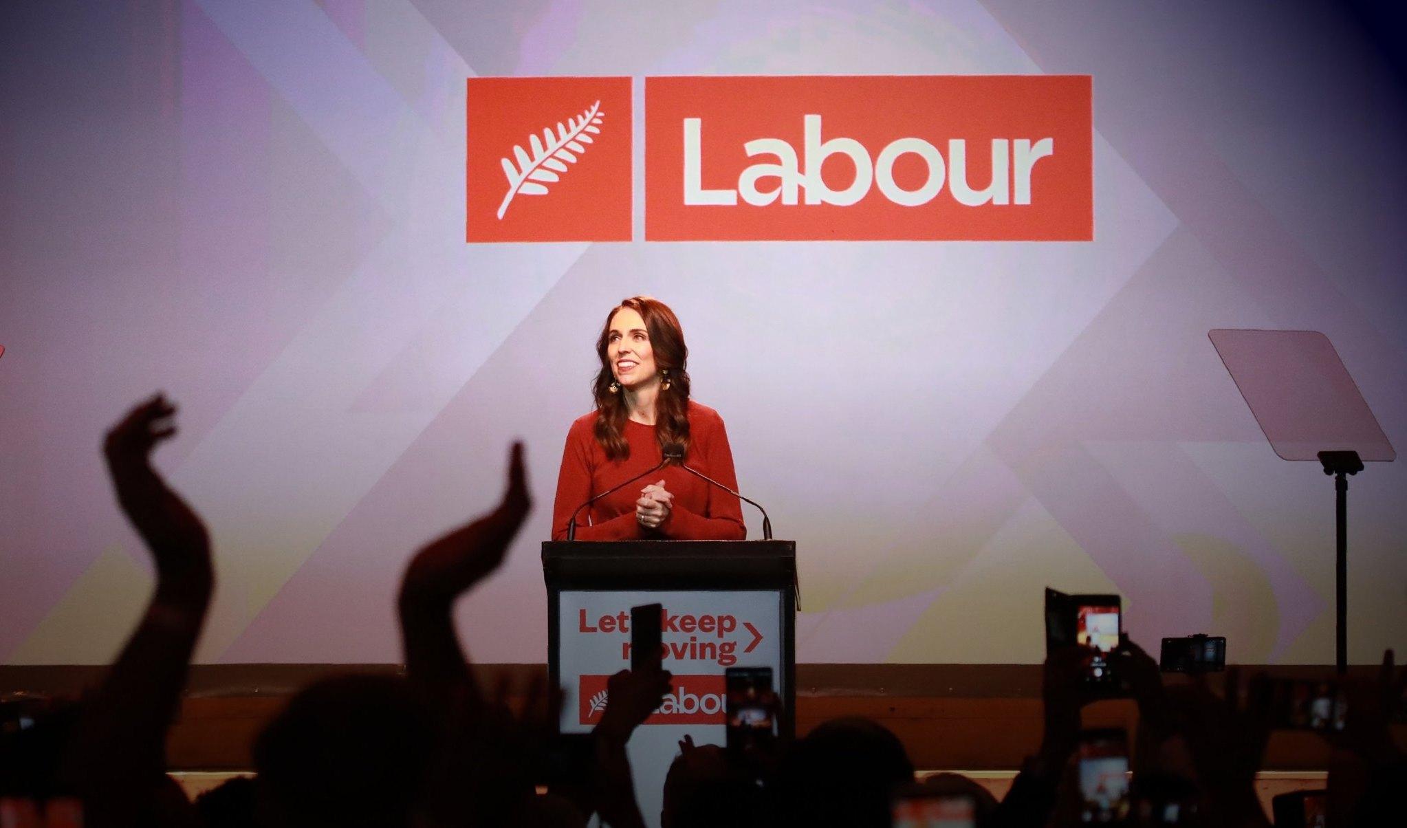 Nouvelle-Zélande : « Victoire écrasante » pour Jacinda Ardern et le Parti travailliste à l'issue des législatives