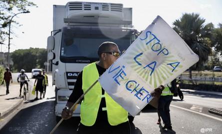 Gilets jaunes à La Réunion : Tensions à l'Hôtel de Région, les élus appellent à l'union et au calme