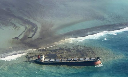 Marée noire à l'île Maurice : Le Wakashio menace de se briser en deux
