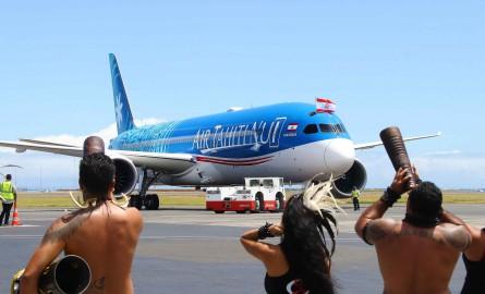 Desserte aérienne : Le premier 787-9 Dreamliner d'Air Tahiti Nui se pose en Polynésie avec un accueil haut en couleurs