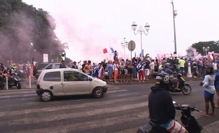 CHAMPIONS DU MONDE : De Paris à Papeete, les France célèbrent le sacre des Bleus