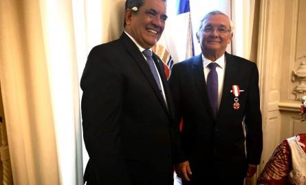 Polynésie : Le sénateur Michel Magras élevé au rang de Chevalier dans l'Ordre de Tahiti Nui lors des journées de la gastronomie polynésienne au Sénat