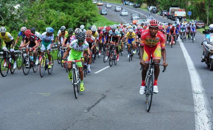 Sports en outre mer coup d envoi du tour cycliste de for Combien de tour de teflon