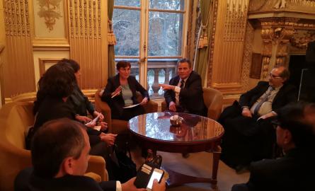 Gilets jaunes et violences urbaines à La Réunion : Une réunion de concertation entre la Ministre des Outre-mer et les élus réunionnais à Paris pour apaiser la situation
