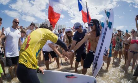Surf: La France championne du Monde avec les Réunionnais Johanne Defay et Jérémy Florès