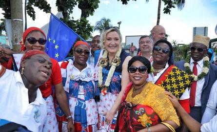 «Pas de volonté politique de renvoyer les clandestins aux Comores», déplore Le Pen à Mayotte