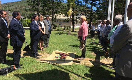 Nouvelle-Calédonie : Manuel Valls veut contribuer à «éclairer» l'après-référendum