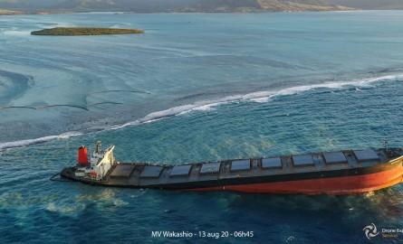 Marée noire à Maurice : Du fioul s'écoule à nouveau du Wakashio