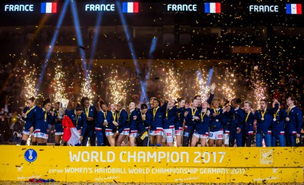 Mondial Hand 2017: Allison Pineau, Béatrice Edwige et Laurisa Landre, Orlane Kanor et Jannela Blonbou sacrées championnes du monde avec l'équipe de France.
