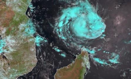 Mayotte : Le cyclone Belna se renforce et se fait plus menaçant