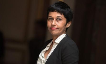 Tribune : Ericka Bareigts appelle à « soutenir un service public fort »